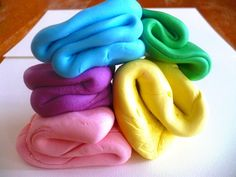 How to Make Marshmallow Fondant-- Rainbow party ideas
