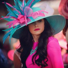 Red Carpet Fashion: The Best Looks from Kentucky Oaks 141 - Pursuitist Kentucky Derby Outfit, Derby Attire, Kentucky Derby Fashion, Derby Outfits, Chapeaux Pour Kentucky Derby, Fascinator Hats, Fascinators, Headpieces, Oaks Day