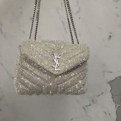 Check out the designer dupes and just amaizing products archive. Choose from a great selection of fashion clothing, shoes and accessories inspired by famous designer brands. Chanel Handbags, Fashion Handbags, Purses And Handbags, Fashion Bags, Fashion Accessories, Fashion Fashion, Hermes Bags, Daily Fashion, Runway Fashion