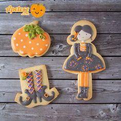 Halloween Cookie // Juana M. Halloween Cookies Decorated, Halloween Cookie Cutters, Halloween Baking, Halloween Desserts, Halloween Food For Party, Halloween 2015, Halloween Themes, Decorated Cookies, Spice Cookies