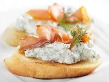 stokbroodje             potje ricotta             100 gr gerookte zalm,, in reepjes gesneden              verse of gedroogde dille             peper            citroensap            vloeibare boter