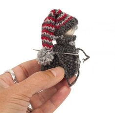 Instructions: knit Christmas elves - Knitting for beginners,Knitting patterns,Knitting projects,Knitting cowl,Knitting blanket Baby Knitting Patterns, Free Knitting, Crochet Patterns, Simple Knitting, Start Knitting, Free Crochet, Christmas Gnome, Christmas Knitting, Xmas