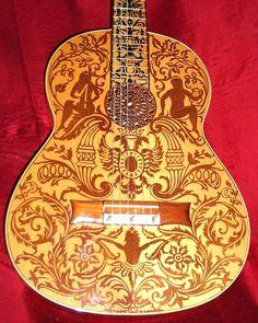 Guitarra decorada en marqueteri