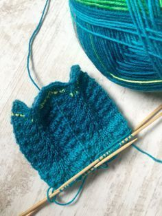 Baby Knitting Patterns Ravelry The sea monster Again a very simple pattern, knitted over a needle … Poncho Knitting Patterns, Knitting Socks, Knitting Designs, Knitted Hats, Crochet Patterns, Easy Knitting, Knitting Stitches, How To Wear Ankle Boots, Baby Bikini