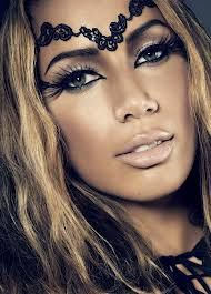 Leona Lewis looks completely flawless in this photograph. I'm in love with the dark eyes and nude lip look that she has, along with some fake eyelashes to add some length and definition to go with her dramatic, yet subtle look. Love Makeup, Makeup Art, Makeup Tips, Makeup Looks, Hair Makeup, Fun Makeup, Amazing Makeup, Gorgeous Makeup, Carnival