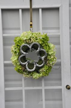 @Shelley Tucker, love this!  What do you think about jockeys around the center, for the outside of the wreath red roses?