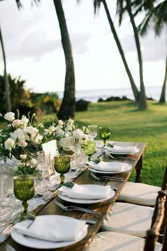 A seaside ivory and emerald wedding on Maui, Hawaii by White Orchid Weddings - florals by Teresa Sena - photo by Anna Kim Photography - love this outdoor wedding table setting and decor Beach Wedding Decorations, Wedding Centerpieces, Decor Wedding, Beaux Desserts, Estilo Tropical, Outdoor Wedding Reception, Wedding Receptions, Wedding Vows, Wedding Hair