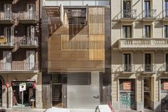 Dwellings in Barcelona / designed by Josep Lluís Mateo (photo by Adrià Goula)