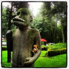 The #KaplanBear is making friends in #ElParqueHundido in #MexicoCity. He is #travelling with Sunita to meet #Mexican #students who want to do a #degree in the #UK. by KIC Pathways - University Preparation Courses, via Flickr