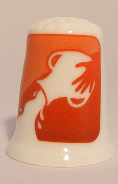 For sale 3.95 Euro >> Aquarius zodiac horoscope porcelain thimble - Speelgoedenverzamelshop.nl