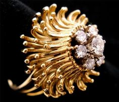 """Elizabeth Taylor said """"Big girls need big diamonds! Mommy Jewelry, Coin Jewelry, Jewelry Art, Antique Jewelry, Vintage Jewelry, Golden Jewelry, Diamonds And Gold, Contemporary Jewellery, Vintage Rings"""