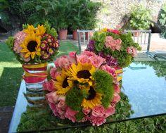 Explosión de colores...centro de mesa perfecto para un jardín.