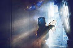 » Wings of melancholia « Ⓒ Photographer Julie de Waroquier ★9  http://strkng.com/s/d8i  Photomanipulation / Europe / France / Lyon http://jdewaroquier.strkng.com/en/    #strkng #Photomanipulation #Europe #France #Julie_de_Waroquier #Lyon #bestof #international #contemporary #photography