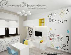 Projekt pokoju dziecięcego Inventive Interiors - folia tablicowa na ścianie, telewizor w pokoju zabaw