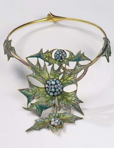 LUCIEN GAILLARD - AN ART NOUVEAU GOLD, ENAMEL, DIAMOND AND OPAL NECKLACE, CIRCA 1903. Plique-à-jour enamel thistles circled by diamonds. The hearts are decorated with grapes in opal. Signed with silversmith's mark.