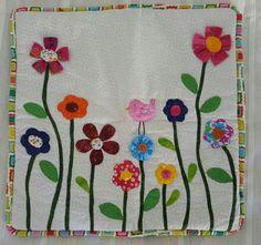 Cojín flores y pájaro rosa patchwork