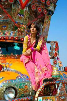 sari, Courtney on her road trip