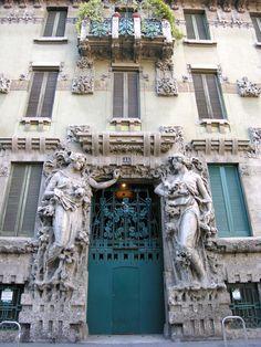 CASA CAMPANINI entrance, Via Bellini - Milano