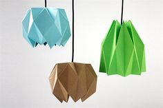 ¡Animate a decorar con Origami!  Las lámparas de papel con formas geométricas son ideales para espacios descontracturados y modernos.  /Designandpaper.com
