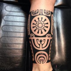 Black Ink Tribal Leg Tattoo | Best tattoo ideas & designs