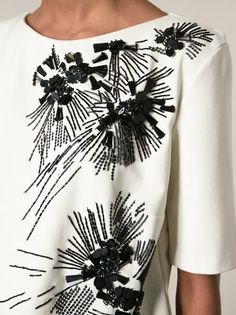Ideas For Embroidery Floral Fashion Embroidered Dresses Tambour Beading, Tambour Embroidery, Couture Embroidery, Embroidery Fabric, Embroidery Fashion, Embroidery Jewelry, Floral Embroidery, Embroidery Patterns, Fashion Details