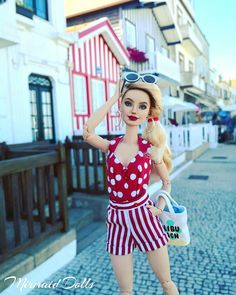 More of Costa Nova and those houses matching perfectly with her fantastic outfit by @mydollydolls.me �🌊� #aveiro #costanova #mydollydolls…