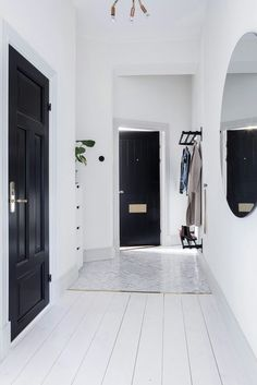 29 Ideas For Hallway Lighting Fixtures Black Doors - Modern Hallway Light Fixtures, Hallway Lighting, Home Interior, Interior Decorating, Interior Design, Style At Home, Black And White Interior, Black White, Black Doors