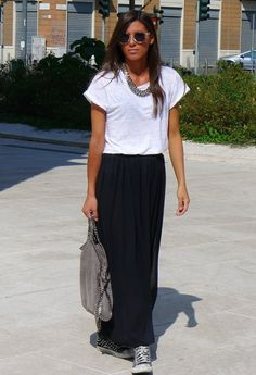 Effortless relaxed style, Converse and a Maxi skirt - who said maxis are for formal-ish only'? Source by caitviolin - Long Black Skirt Outfit, Maxi Skirt Outfit Summer, Maxi Skirt Outfits, Maxi Skirt Black, Langer Schwarzer Rock Outfit, Skirt And Sneakers, Converse Sneakers, Boho Fashion, Fashion Outfits