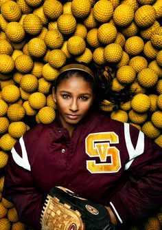 Softball senior picture ideas for girls. Softball senior pictures. Softball senior photography. Senior pictures girls softball. Sports senior pictures. #softballseniorpictures #seniorpictureideasforgirls #sportsseniorpictures