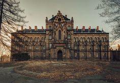 Mokrzeszów - abandoned hospital