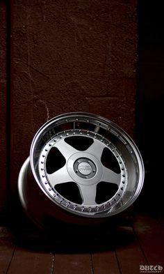 Nicel photo of an OZ Futura wheel
