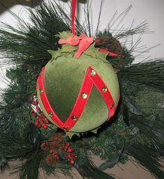 VGE GREEN VELVET COVERED MUSICAL HANGING CHRISTMAS BALL- SKATER'S WALTZ Scarce