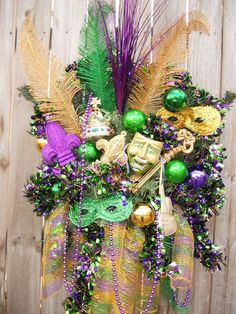 I usually prefer a simpler wreath, but it's pretty perfect to go all out for Mardi Gras!