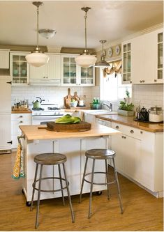 Cottage/Country Kitchen Design Photo by Jennifer Grey Interiors