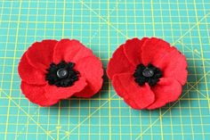 Step by step instructions on how to make felt poppies. Use them in any home decor project, to make floral door wreath, poppy brooch, floral gift wrap. Felt Flowers, Paper Flowers, Poppy Brooches, Porch Decorating, Felt Crafts, Preschool Activities, Hand Embroidery, Poppies, Projects To Try