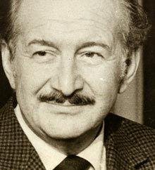 Haldun Taner - VikipediHaldun Taner (16 Mart 1915, İstanbul - 7 Mayıs 1986 İstanbul), öykü, tiyatro ve kabare yazarı, öğretim üyesi ve gazeteci. Cumhuriyet dönemi Türk edebiyatının önde gelen yazarlarından birisidir. Türkiye'de epik tiyatro türü ve kabare tiyatrosunun öncüsüdür.Gözlerimi Kaparım Vazifemi Yaparım (1964) oyunlarını sayabiliriz.