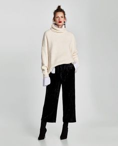 Find out what to wear culottes in the winter to look stylish. How to choose winter culottes and with what shoes to wear them? Gaucho Pants Outfit, Black Culottes Outfit, Wide Pants Outfit, Trouser Outfits, Black Trousers Outfit Casual, Harem Pants, Casual Winter Outfits, Fall Outfits, Fashion Outfits