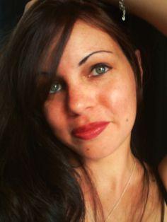 Gwenaëlle est une chanteuse française d'origine réunionnaise, à la fois auteure et compositrice. #photo #espoir #Gwenaëlle #réunionnaise #chanteuse #walkinginthesun #music #artist #Gwenaelle #lespiedssurterre #laréunion