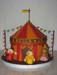 Proud of my very own Bumba Circus Cake -- Hannah loves it <3