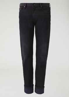 Fine materials and design for this Slim Fit Rinsed Selvedge Denim Jeans by Emporio Armani Men. Take a look at the official online store now. Ripped Jeans Men, Denim Skinny Jeans, Slim Jeans, Black Jeans, Emporio Armani, Armani Men, Best Jeans, Jeans Brands, River Island