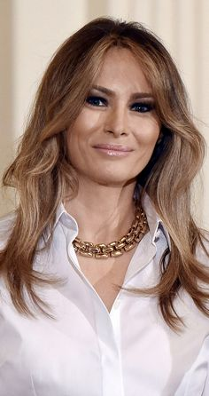 First Lady Melania Trump I love her hair a little longer like this. First Lady Of Usa, Melania Knauss Trump, Donald And Melania, First Lady Melania Trump, Urban Fashion, Fashion Edgy, Fashion Fall, Thing 1, Celebs