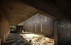 In response to the landscape, Argentinian architects are turning to concrete construction and interlocking rectangular volumes to accommodate environmental n...
