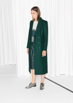 Notch collar Buttoned cuffs Welt pockets, sides Vent, centre back Fully lined Model wears: UK 10/EU 36/US 6    Length of coat: 117 cm (size 36)