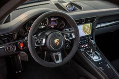 2017-Porsche-911-Turbo-S-Cabriolet-interior.jpg (5760×3840)