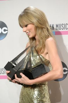 Taylor Swift - 2013 American Music Awards - Press Room