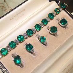"""An impressive Christmas lineup #emeraldoverload #christmascolors #twomoredays #emeraldjewels"""