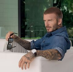 David Beckham embodies the daring values that made TUDOR what it is today. Discover how the new TUDOR Ambassador inspires people to push back boundaries. David Beckham Haircut, David Beckham Style, David Beckham Short Hair, David Beckham Age, Hair And Beard Styles, Short Hair Styles, Bend It Like Beckham, Haircuts For Men, Stylish Men