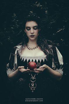 """""""Snow White"""" by Alexandra Banti"""
