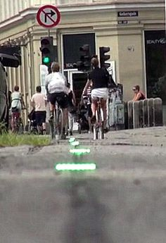 Timed lights indicate the green-light stream in this Copenhagen bikelane. Click image to tweet & link to an excellent Streetfilms video on the city's cycle amenities. Visit the slowottawa.ca boards >> http://www.pinterest.com/slowottawa/boards/