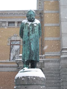 Statue of Henrik Ibsen outside the national theater in Oslo, Norway Kingdom Of Sweden, Tromso, Trondheim, National Theatre, Oslo, Finland, Postcards, Theater, Scandinavian